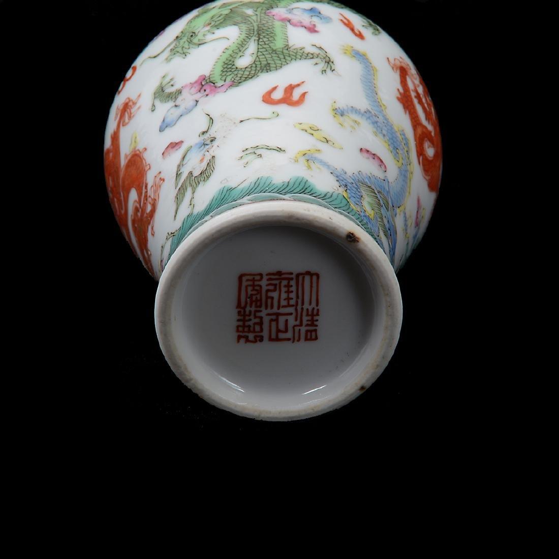 Famille Rose 'Dragon' Snuff Bottle, 19th Century - 4