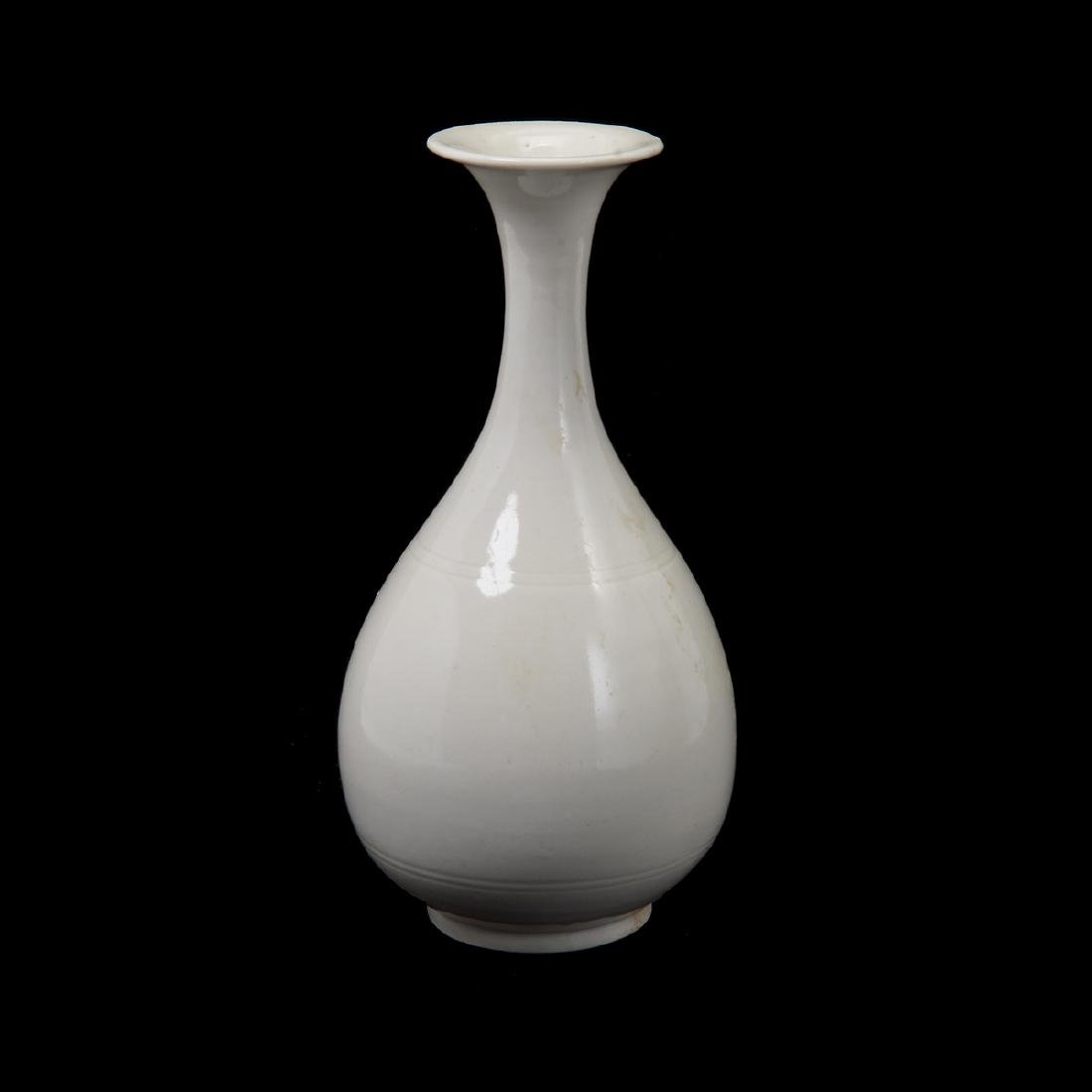 Ding Type White Glazed Vase, Song Dynasty