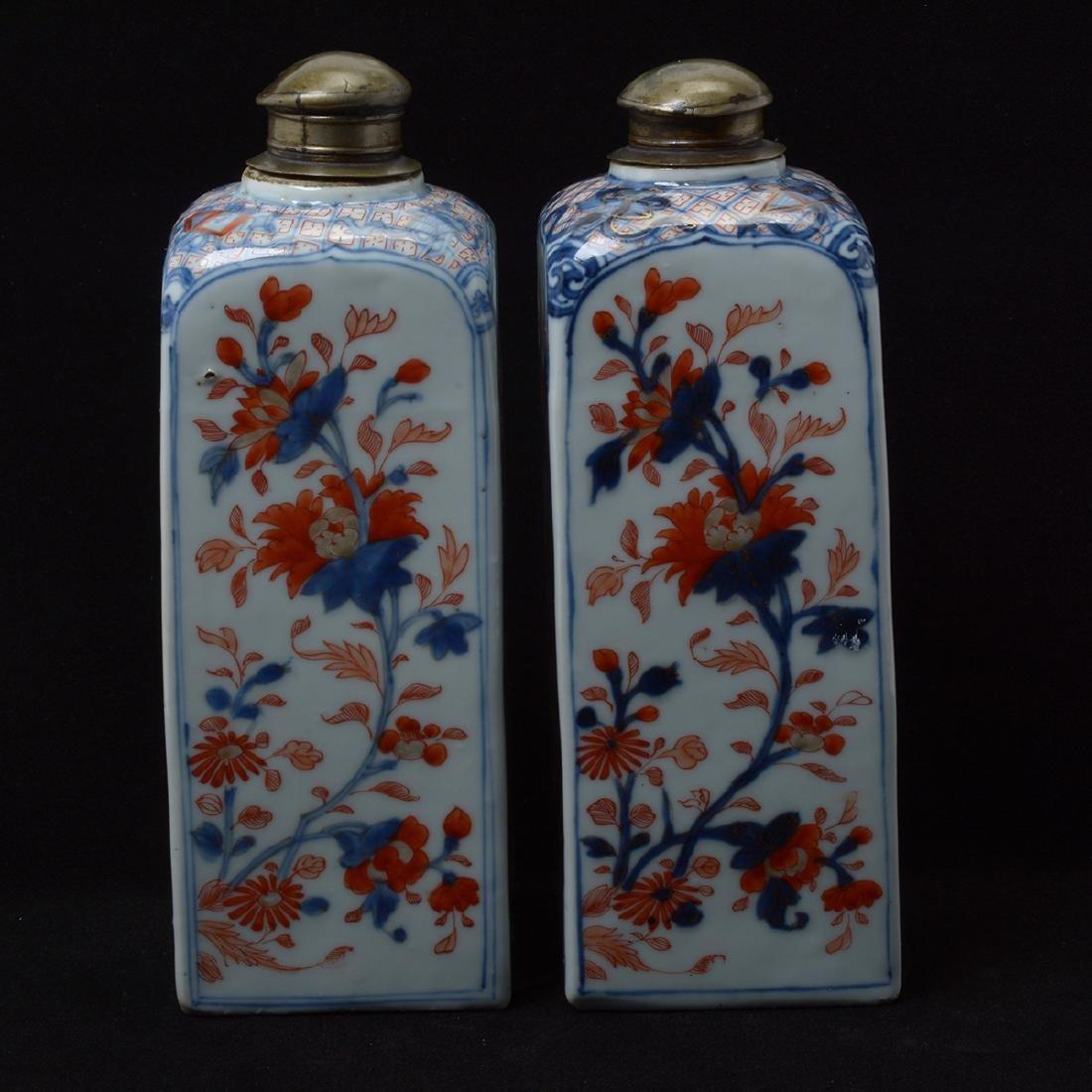 Pair of Chinese Imari Square Bottles, Kangxi Period - 2