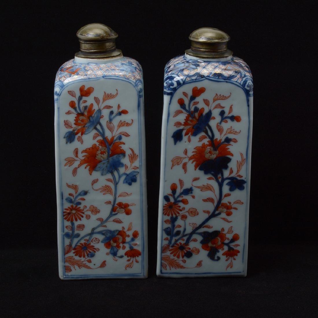 Pair of Chinese Imari Square Bottles, Kangxi Period - 4