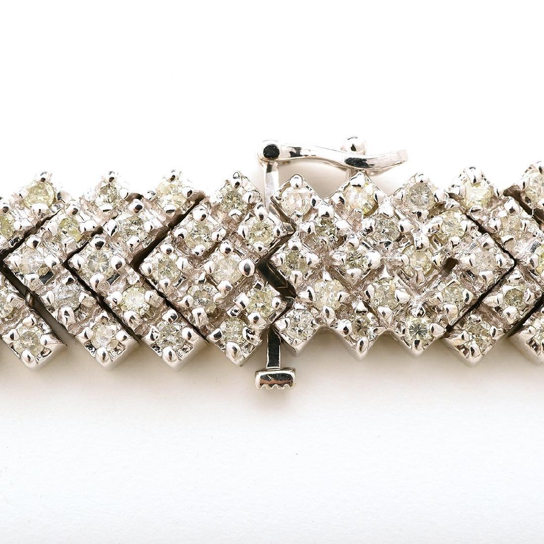 "Diamond, 14k White Gold ""V"" Necklace. - 4"