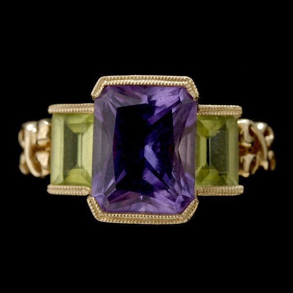 17: AMETHYST, PERIDOT, 14K YELLOW GOLD RING.
