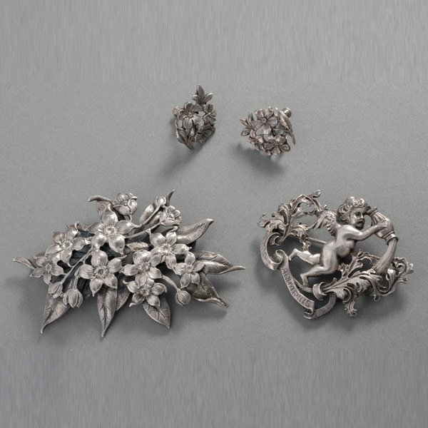 4: CINI, STERLING SILVER BROOCHES AND EARRINGS