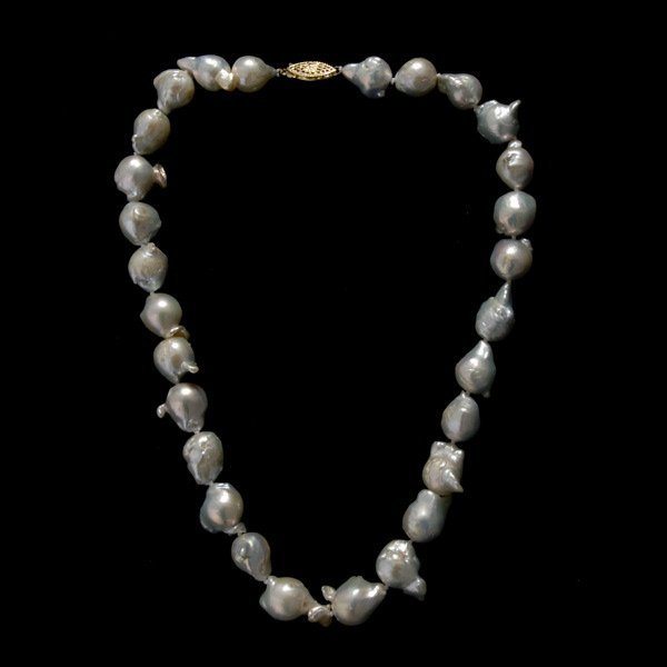 24: CULTURED PEARL, 14K YELLOW GOLD NECKLACE.