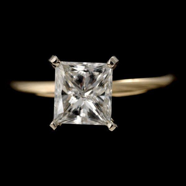 129: DIAMOND, 14K YELLOW GOLD RING.