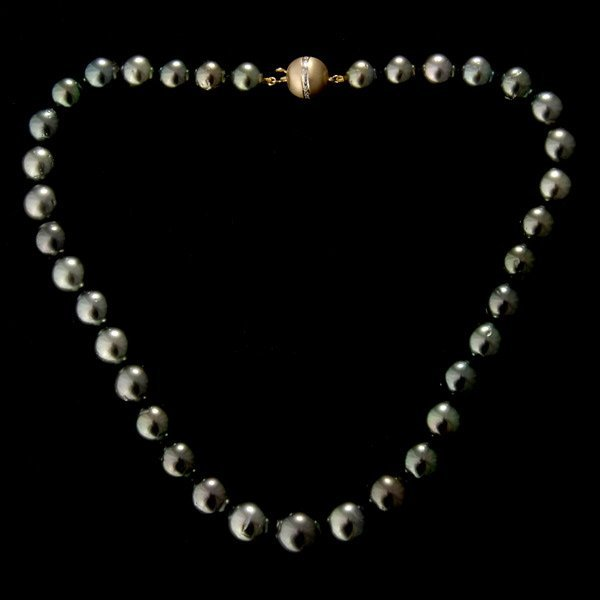 19: CULTURED PEARL, DIAMOND, 14K YELLOW GOLD NECKLACE
