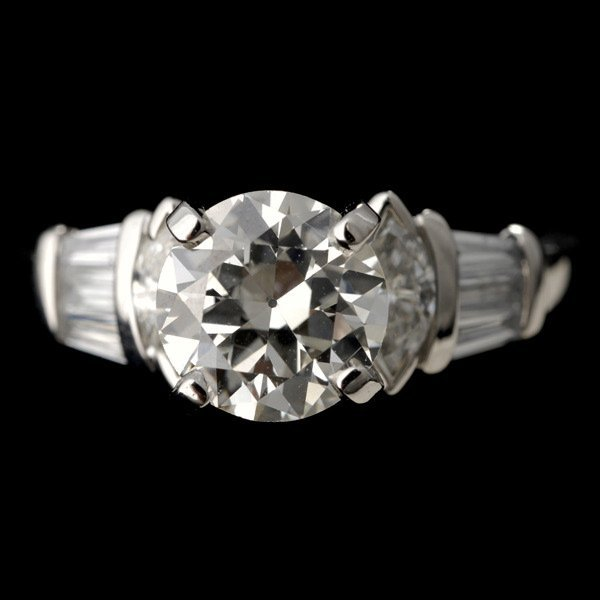 21: DIAMOND, PLATINUM RING.