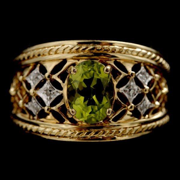1015: PERIDOT, DIAMOND, 14K YELLOW GOLD RING.