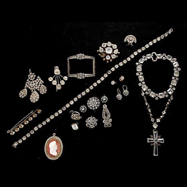 15: COLLECTION OF 19TH CENTURY JEWELRY.