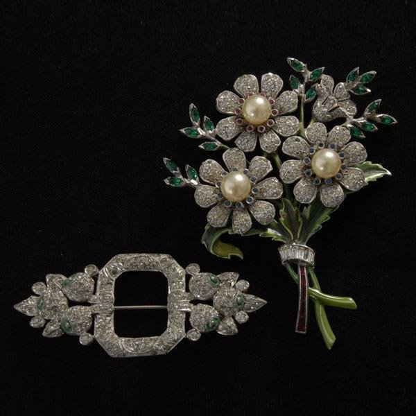 18: COLLECTION OF TWO COSTUME BROOCHES.