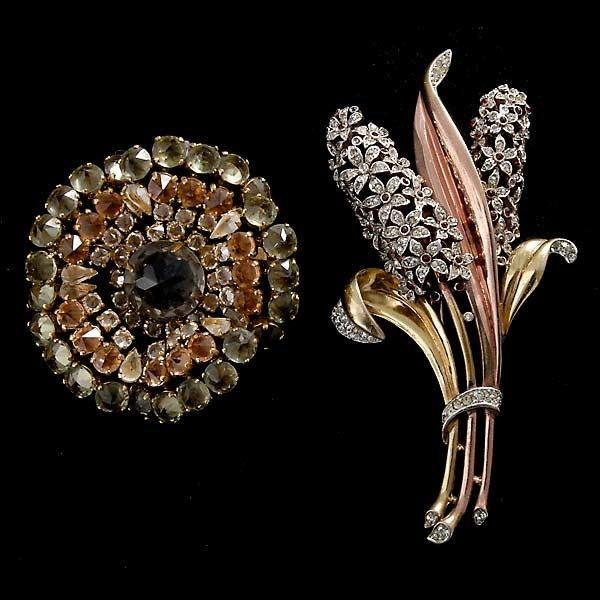 19: COLLECTION OF SCHREINER AND TRIFARI BROOCHES.