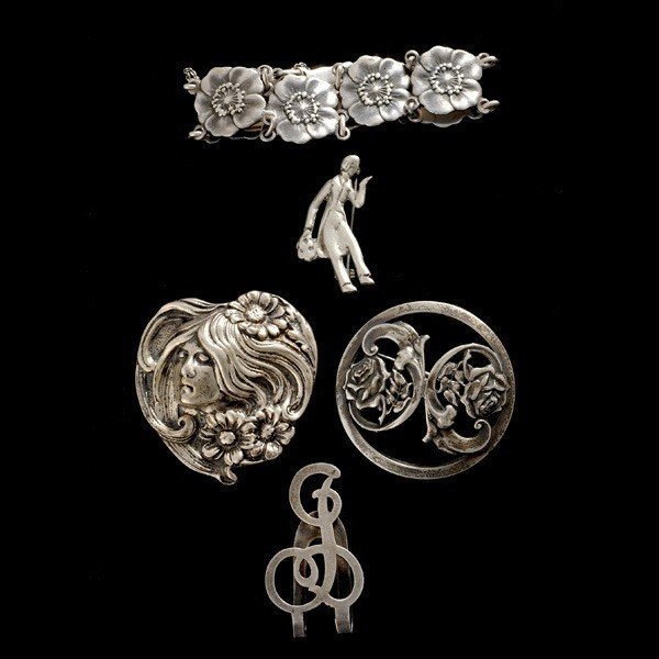 9: FIVE STERLING SILVER WHITE METAL ITEMS