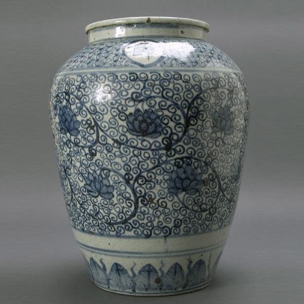 279: A Large Blue and White Porcelain Jar
