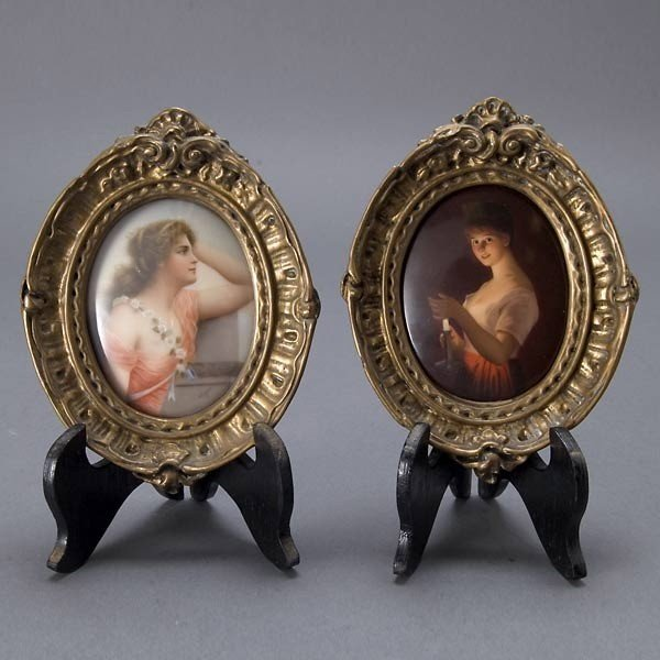 537: Two KPM Miniatures of Young Girls