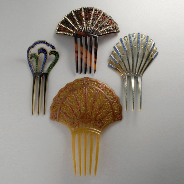 4: CELLULOID AND RHINESTONE SPARKLE COMBS.
