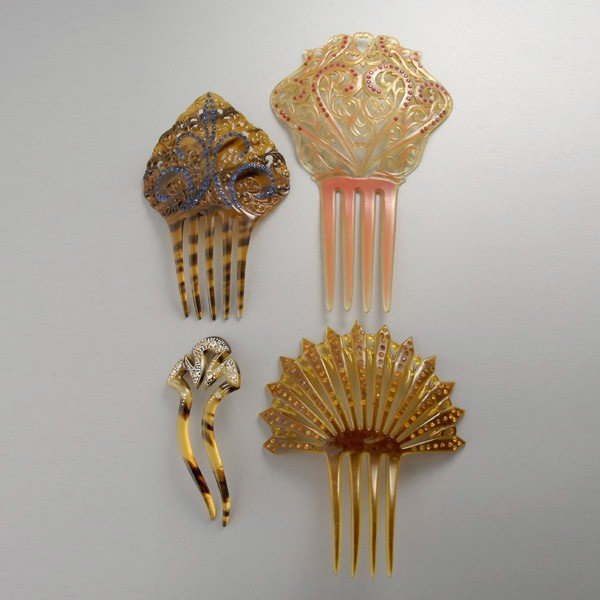 5: COLLECTION OF THREE CELLULOID SPARKLE COMBS.