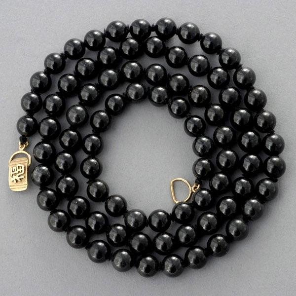 20: MING'S BLACK JADE BEAD, 14K YELLOW GOLD NECKLACE.