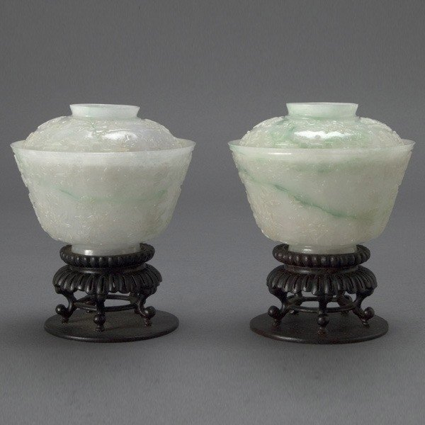 2039: A Pair of Fine Jade Covered Bowls, Qianlong Marks