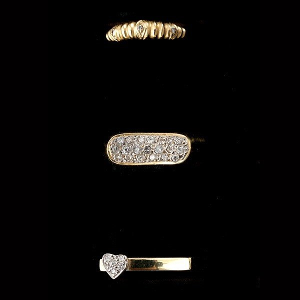 23: COLLECTION OF 3 DIAMOND, 18K YELLOW GOLD RINGS.