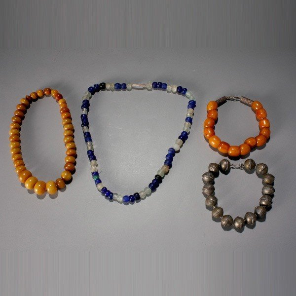 1012: group of 4 african trade bead necklaces