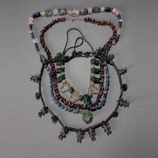 1033: 4 mexican necklaces with ancient and modern beads