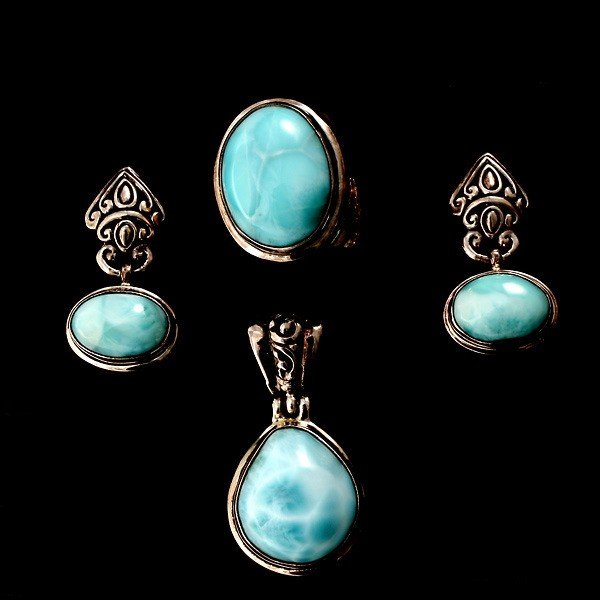 15: LARIMAR, STERLING SILVER JEWELRY SUITE.