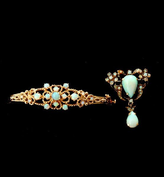 22: COLLECTION OF OPAL, YELLOW GOLD JEWELRY.