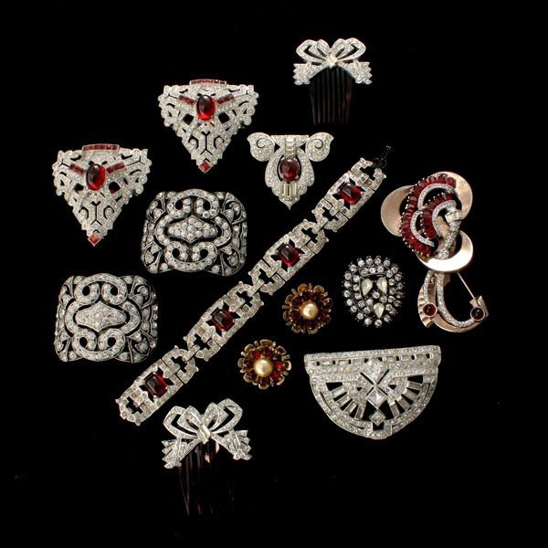 2: COLLECTION OF RETRO AND DECO COSTUME JEWELRY.