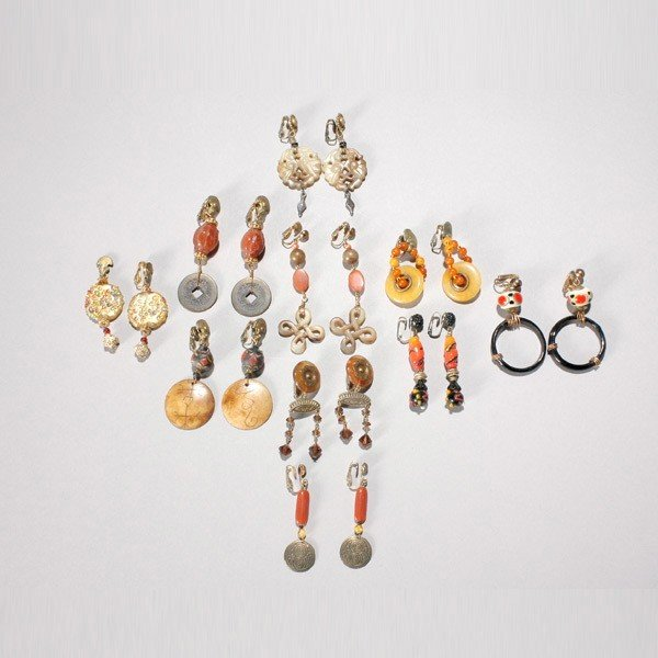 5: COLLECTION OF TEN PAIRS OF METAL, BEAD EARRINGS.
