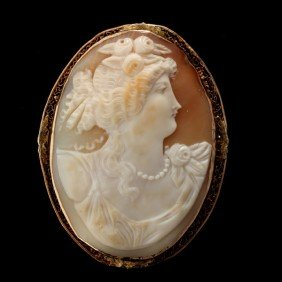 SHELL CAMEO, 10K YELLOW GOLD PENDANT-BROOCH.