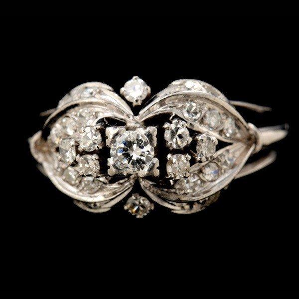 19: DIAMOND, 14K WHITE GOLD RING.
