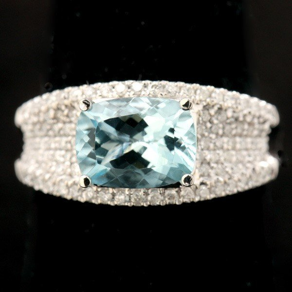 25: AQUAMARINE, DIAMOND, 14K WHITE GOLD RING.
