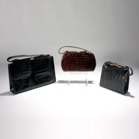 GROUP OF THREE VINTAGE ALLIGATOR PURSES.