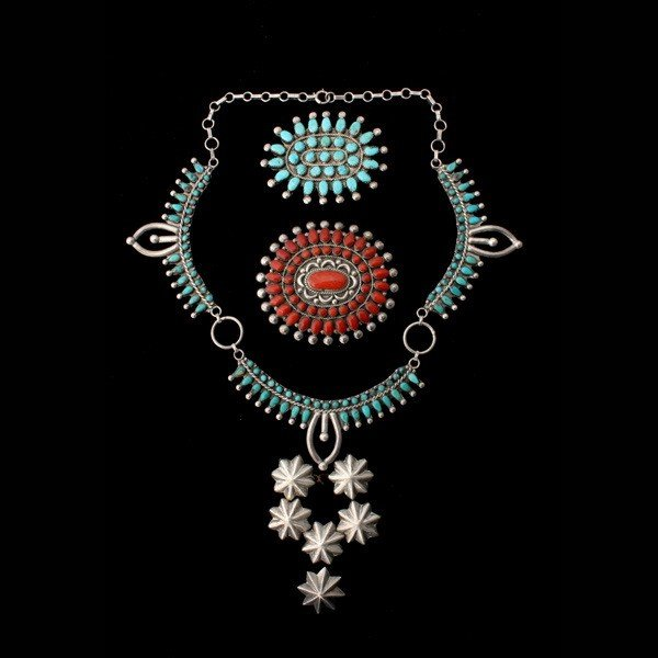 19: COLLECTION OF TURQUOISE, CORAL, SILVER JEWELRY.