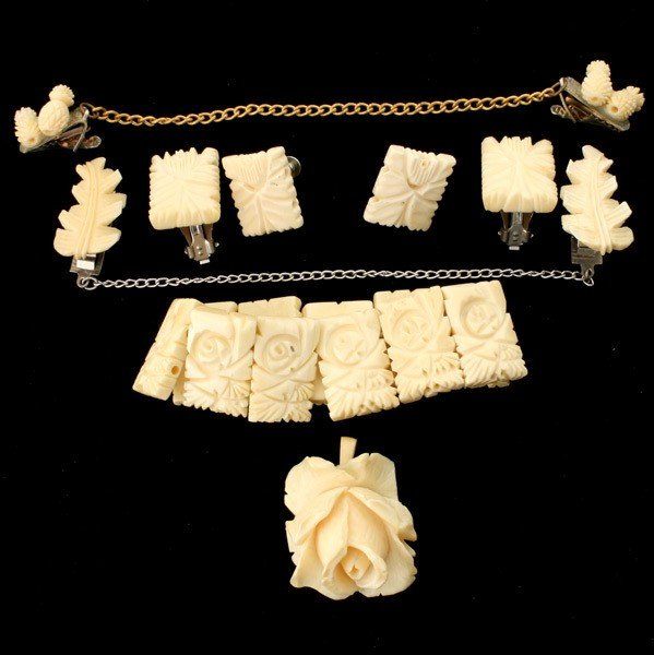 57: COLLECTION OF IVORY, BONE, METAL JEWELRY ITEMS.