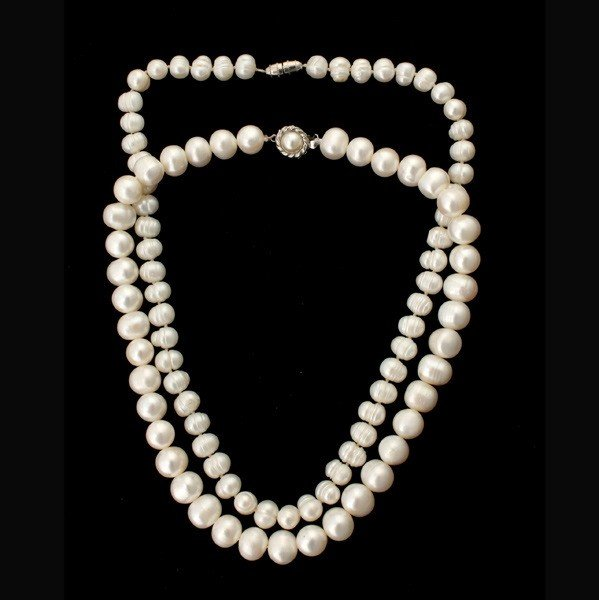 71: 2 FRESHWATER CULTURED PEARL NECKLACES.