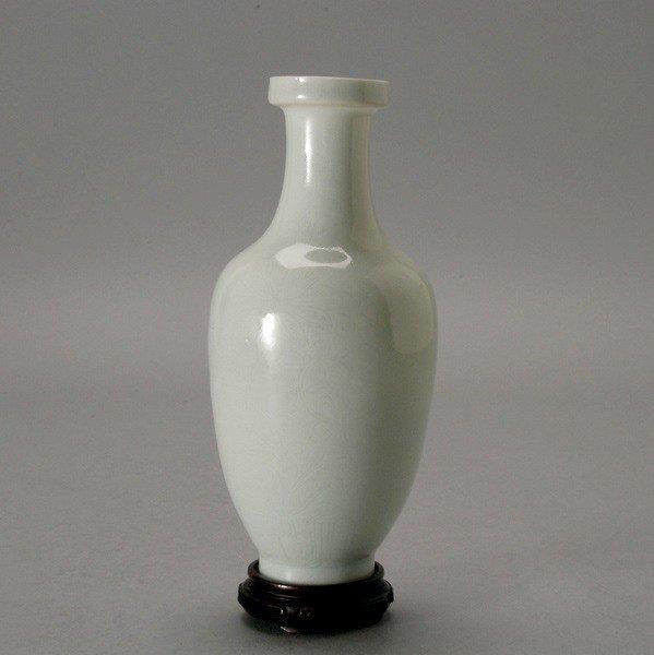 6183: A Qingbai Eggshell Porcelain Vase, Yongle Mark