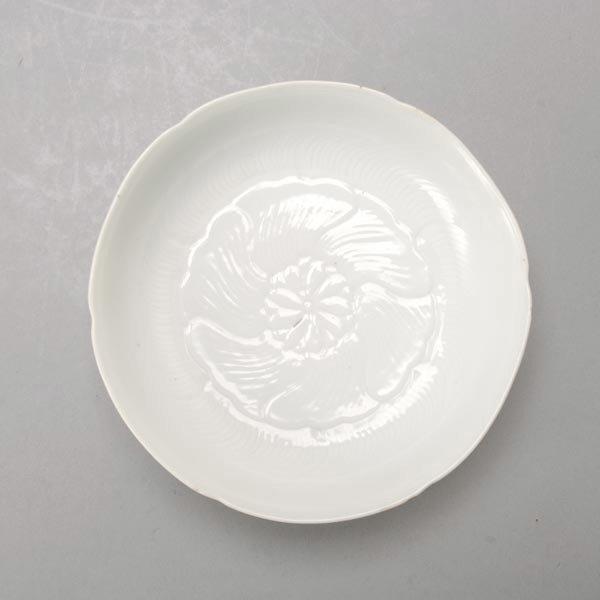 6198: A White-Glazed Foliated Dish, 17th/18th C.
