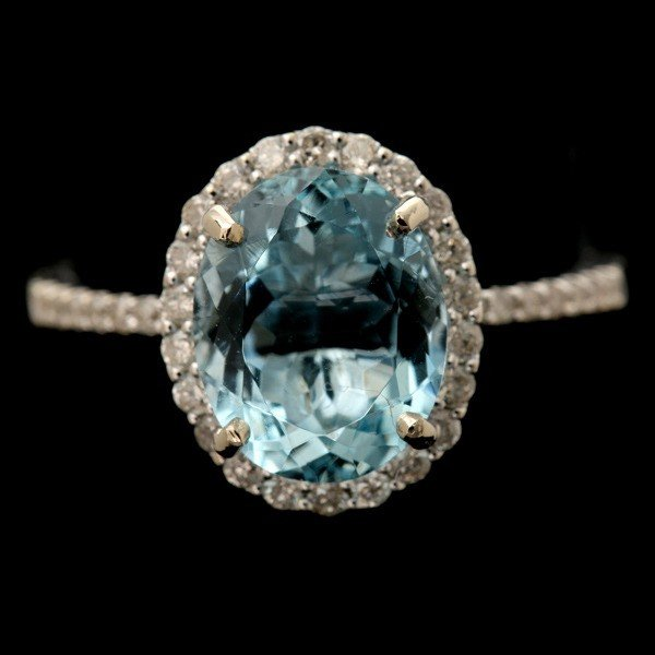9: AQUAMARINE, DIAMOND, 14K WHITE GOLD RING.