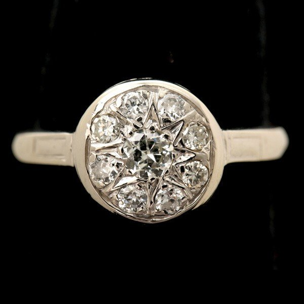 10: DIAMOND, 14K WHITE GOLD RING.