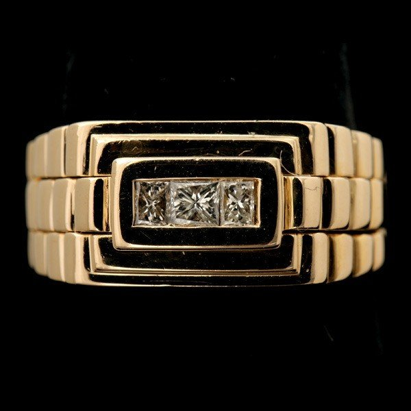 80: DIAMOND, 14K YELLOW GOLD RING.