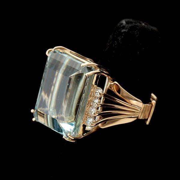 83: AQUAMARINE, DIAMOND, 14K YELLOW GOLD RING.