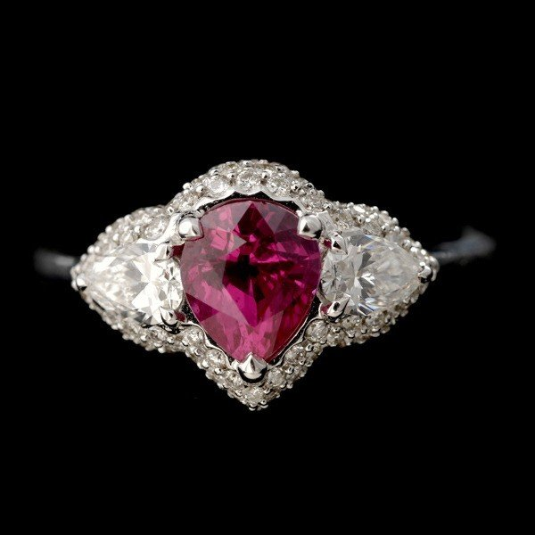 87: RUBY, DIAMOND, 18K WHITE GOLD RING.