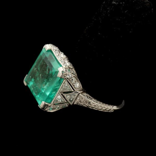 123: ART DECO EMERALD, DIAMOND, PLATINUM RING.