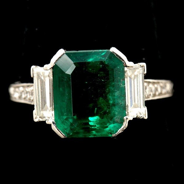 125: ART DECO EMERALD, DIAMOND, PLATINUM RING.