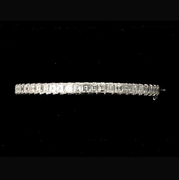 126: DIAMOND, 14K WHITE GOLD BRACELET.