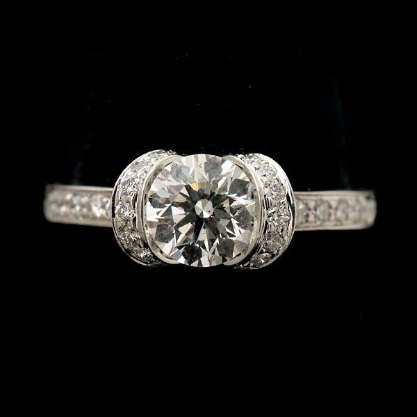 127: TIFFANY & CO. DIAMOND, PLATINUM RING.