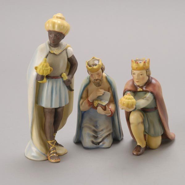 585: Goebel Ten Piece Porcelain Nativity Set, bee V mar - 3