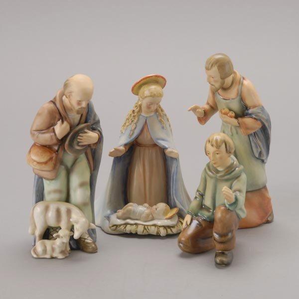 585: Goebel Ten Piece Porcelain Nativity Set, bee V mar - 4