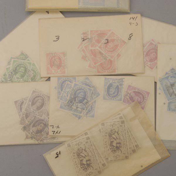 1087: International Stamp Collection. - 2